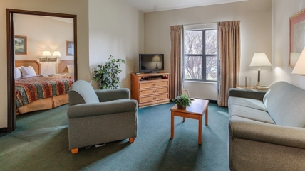 5 Benefits of Staying at Our Hotel in Pigeon Forge TN With Family Suites