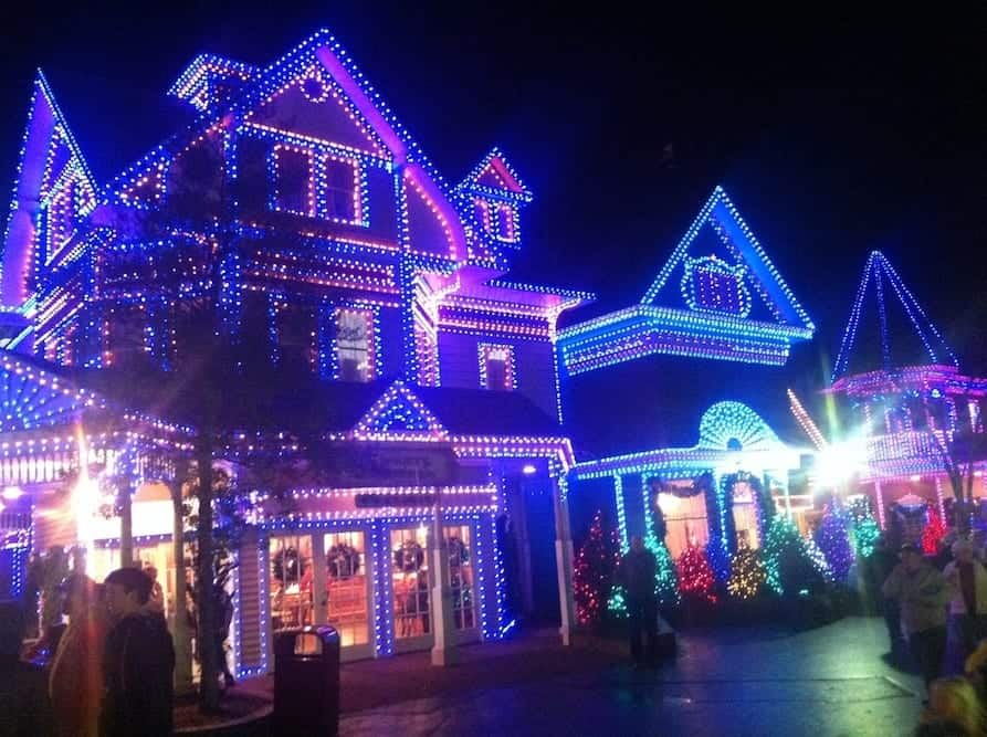 4 reasons youll love the dollywood smoky mountain christmas festival