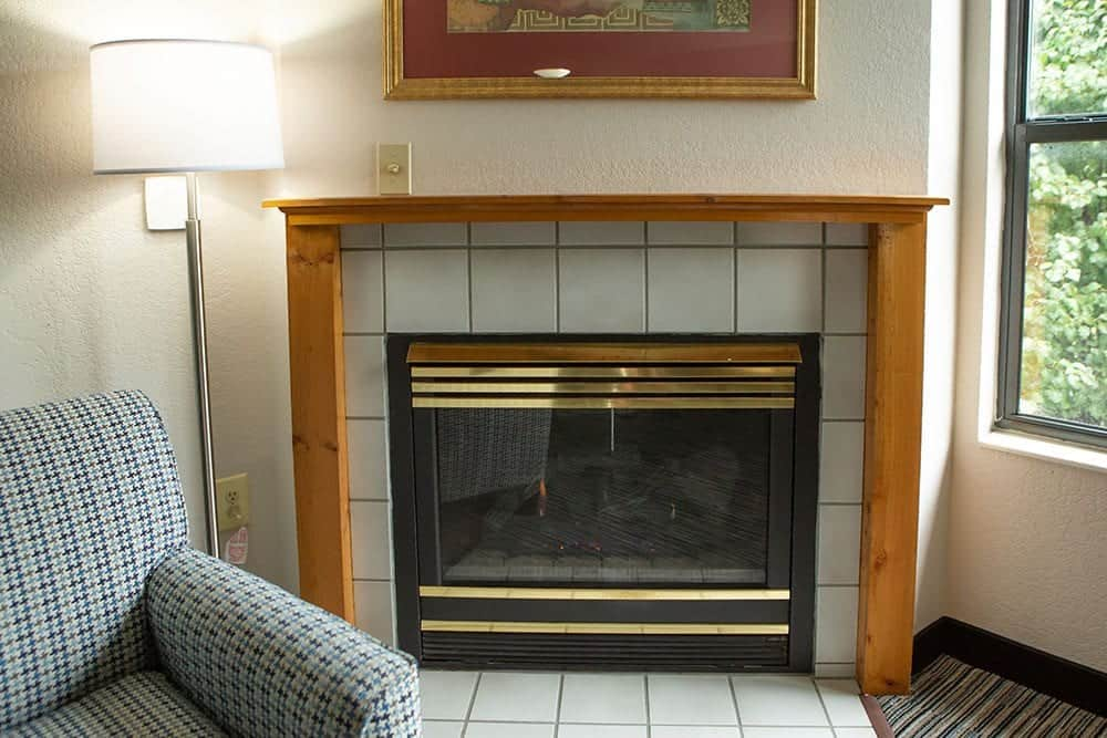 fireplace in pigeon forge hotel room